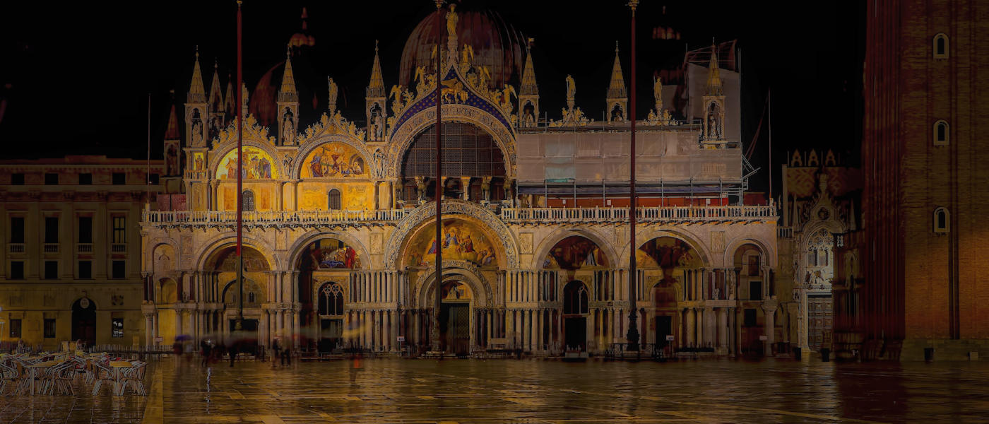 La basilica di San Marco di notte