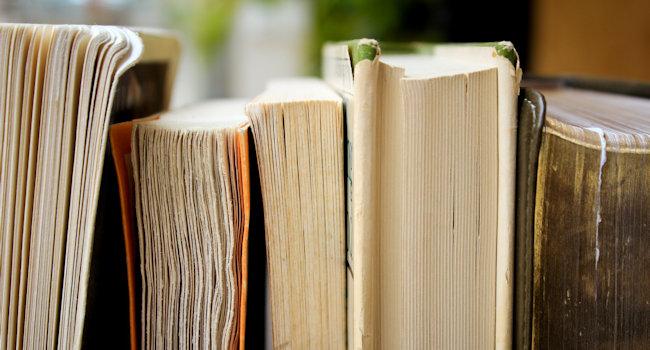 Libri accostati di profilo